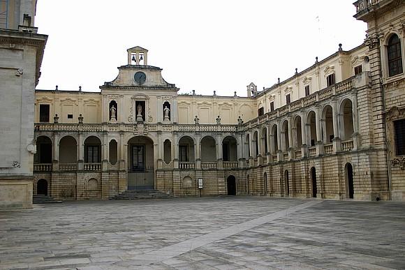 piazza-duomopalazzo-vescovile